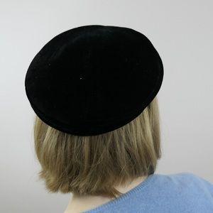 Vintage 50s/60s black velvet hat